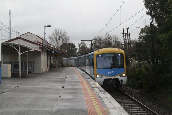 Siemens train arrives into Berwick with a down Pakenham service