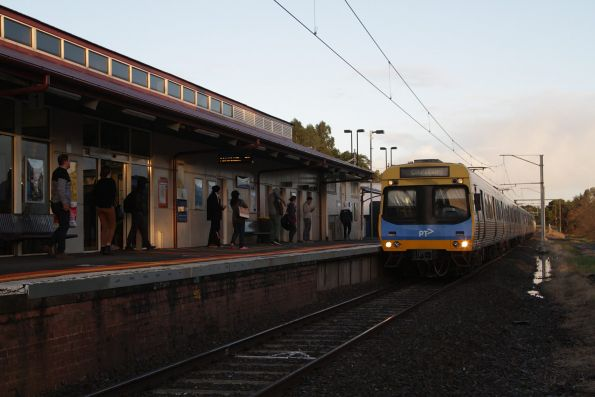 EDI Comeng arrives into Berwick with an up Pakenham service