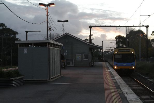 EDI Comeng arrives into Beaconsfield with a down Pakenham service