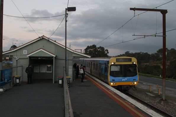 EDI Comeng arrives into Beaconsfield with an up Pakenham service