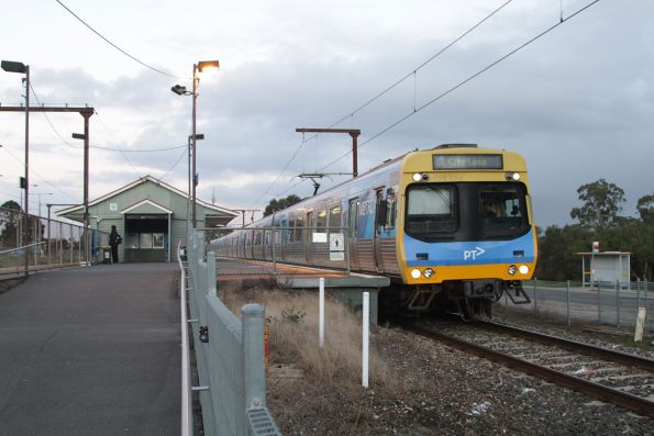EDI Comeng departs Beaconsfield with an up Pakenham service
