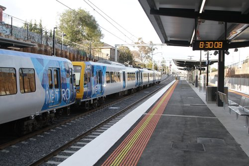 X'Trapolis 183M on a down Frankston service stops for passengers at the newly rebuilt low level station at McKinnon