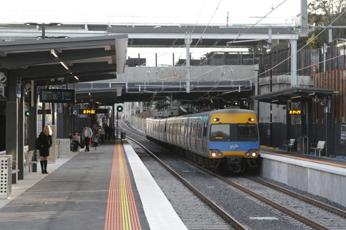 Alstom Comeng arrives into the newly rebuilt low level station at McKinnon on a down Frankston service