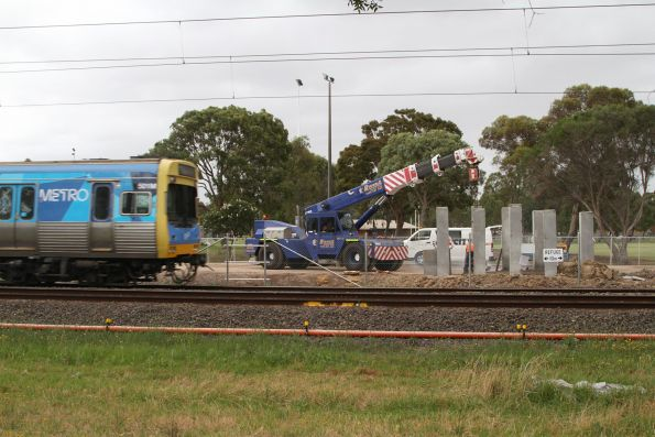 Comeng 501M passes level crossing removal works at Noble Park