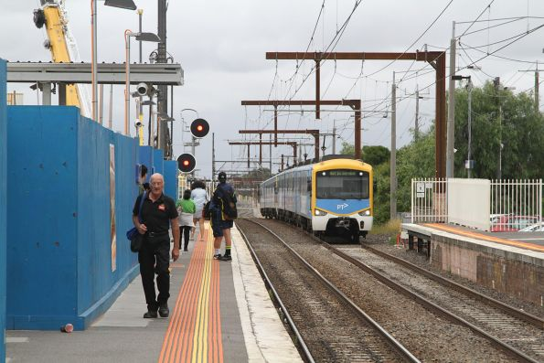 Siemens train arrives into Clayton station on the up