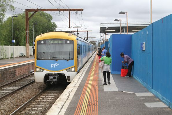 Siemens train arrives into Clayton station on the down