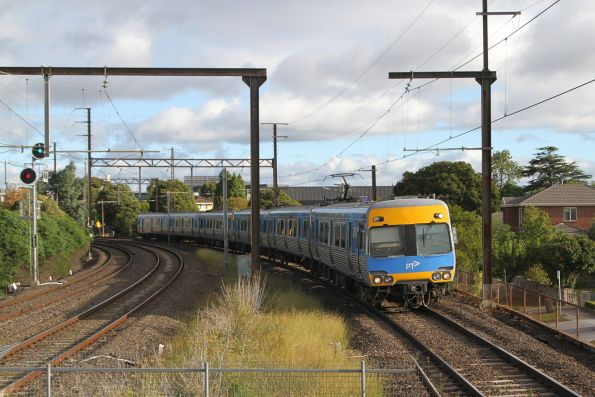 Alstom Comeng arrives into Patterson station on the up