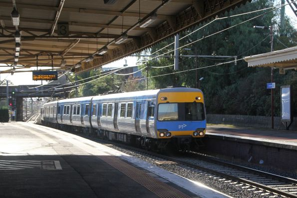 Comeng 691M runs express through Armadale station on the down