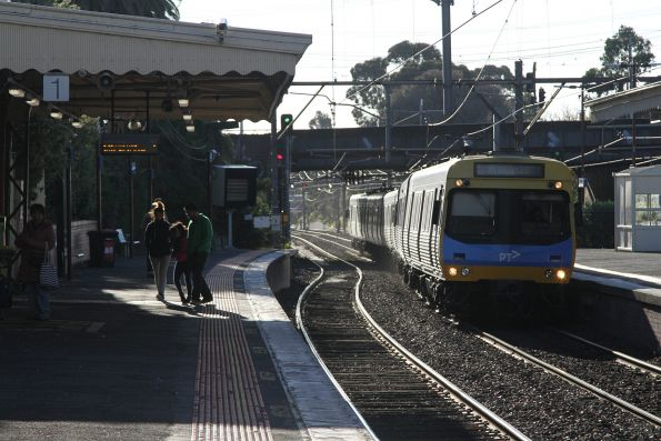 Comeng train arrives into Armadale station on the down