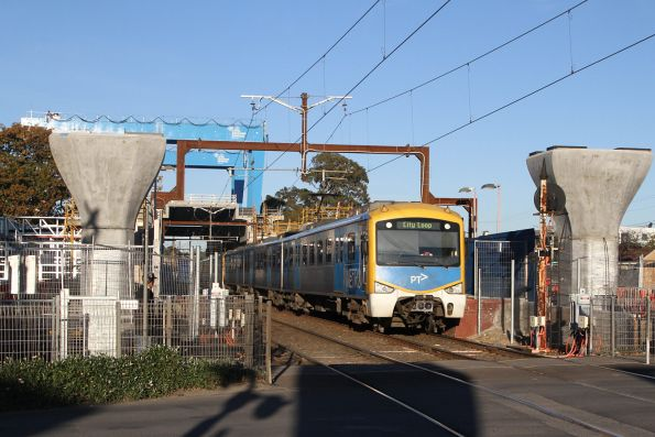 Citybound Siemens train runs express through Murrumbeena station