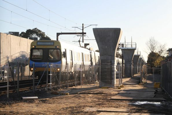 Comeng train approaches Murrumbeena station with a down Pakenham service