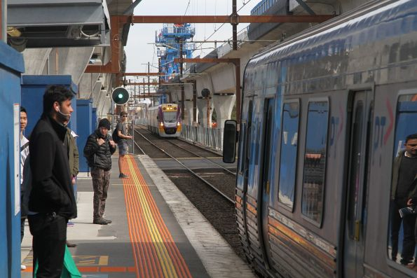 Alstom Comeng approaches Murrumbeena with an up service