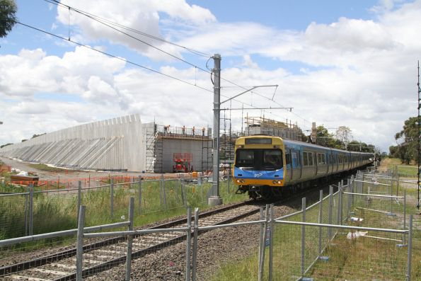 Alstom Comeng train arrives into Merinda Park with an up service