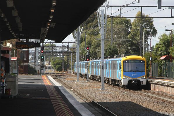 Siemens 822M arrives into Caulfield with an up Frankston service