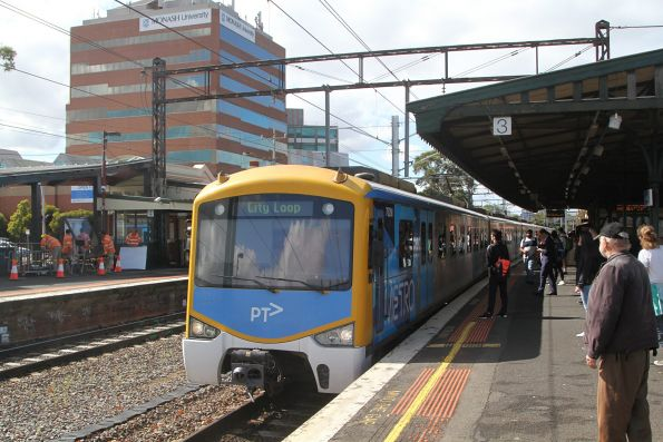 Siemens 762M arrives into Caulfield with an up Dandenong service
