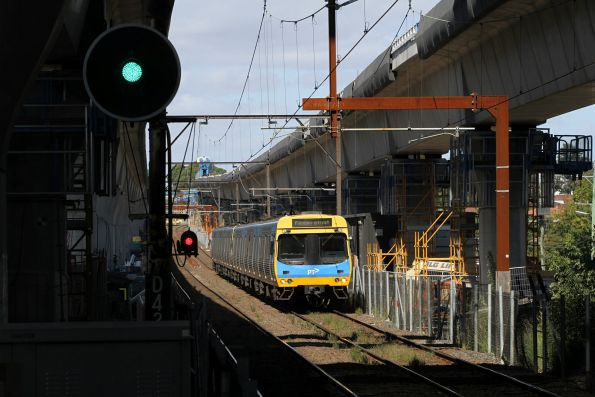 EDI Comeng train arrives into Murrumbeena station on the up