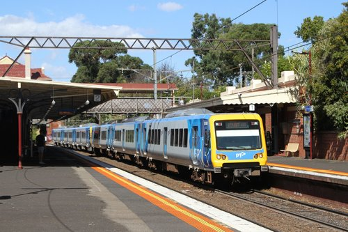 X'Trapolis 151M arrives at Hawksburn with an up Frankston service