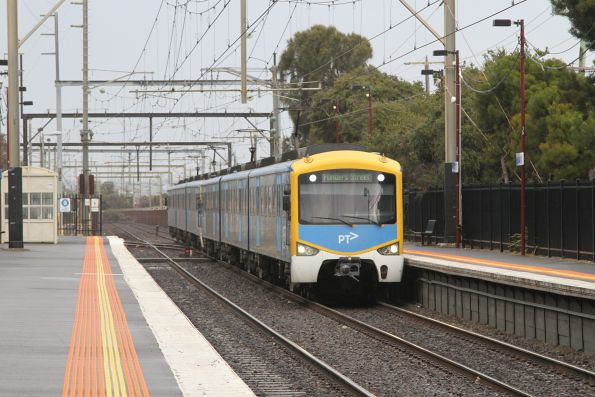 Siemens 713M arrives into Carrum on the up