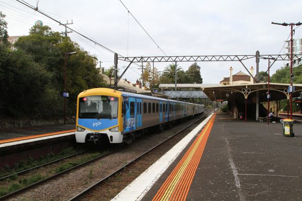 Siemens train passes through Toorak station on a down Dandenong service