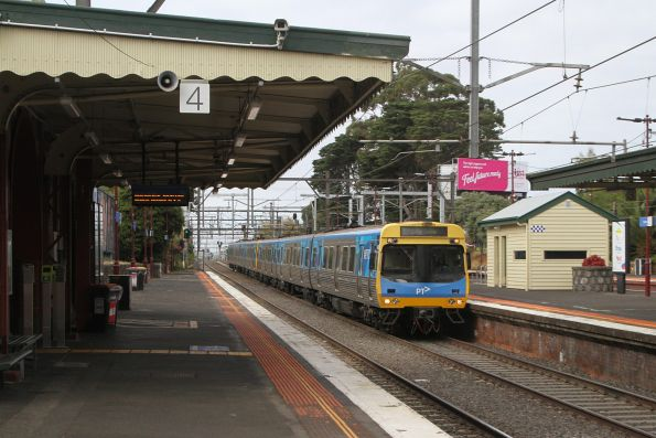 EDI Comeng passes through Malvern station with an up Dandenong group service