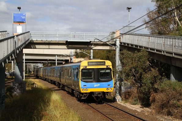 EDI Comeng train arrives into Yarraman station on the up