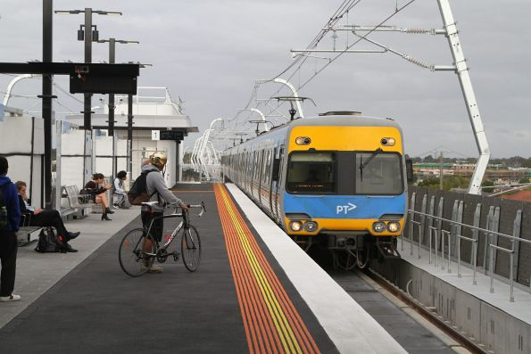 Alstom Comeng arrives into the new elevated Clayton station with an up service