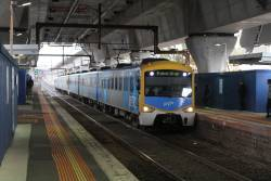 Siemens train arrives at Murrumbeena station on the up