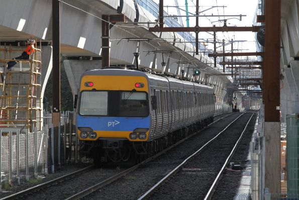 Alstom Comeng train departs Murrumbeena station on the up