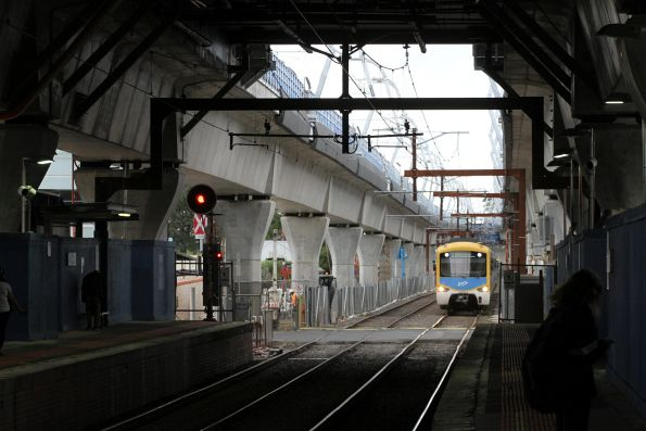 Siemens train approaches Carnegie station on a down Pakenham service