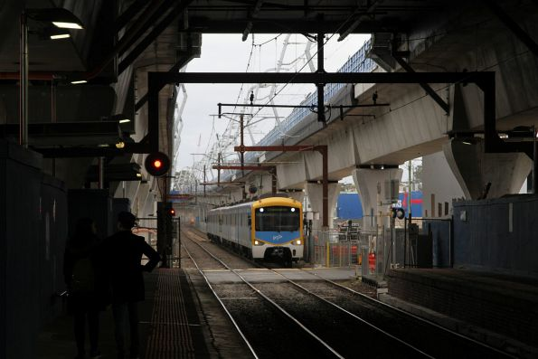 Siemens train approaches Carnegie station on a down Cranbourne service