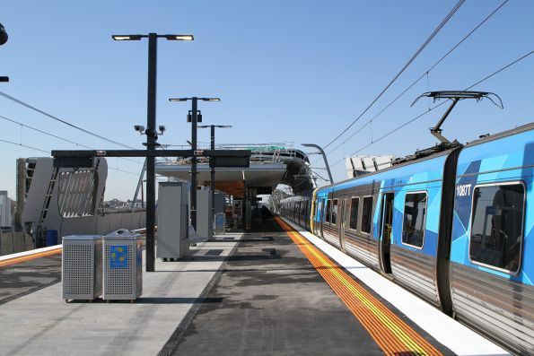 EDI Comeng train at Hughesdale station