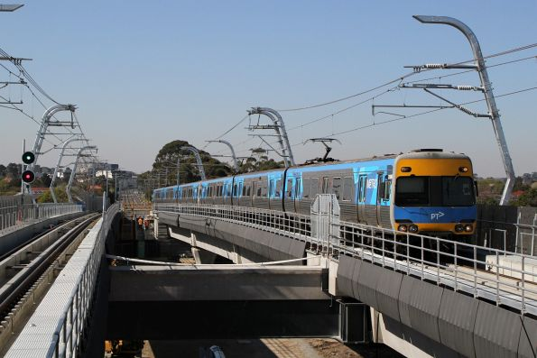 Alstom Comeng train approaches Hughesdale station on the up