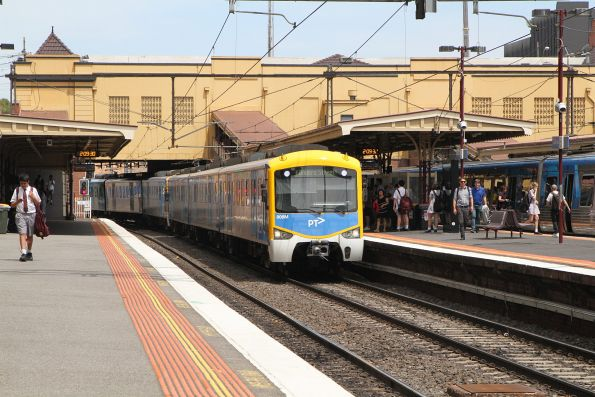 Siemens 808M arrives into South Yarra on the up