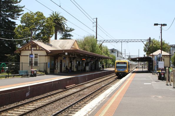 X'Trapolis train arrives into Mentone on the down
