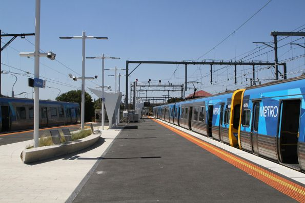 Comeng trains at Frankston platform 1 and 2