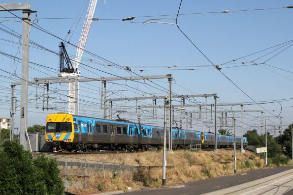 Up service from Caulfield platform 3 crosses onto the other track pair
