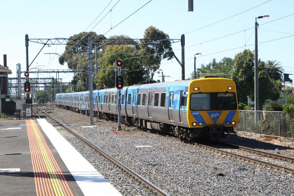 Alstom Comeng 652M on an up Frankston service at Caulfield