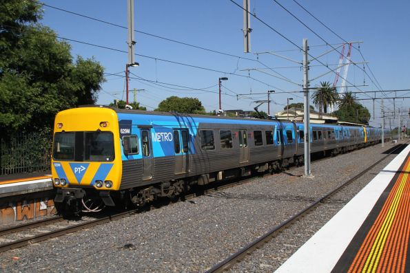 Alstom Comeng 629M trails an up Frankston service at Caulfield