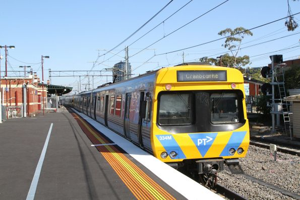 EDI Comeng 334M awaiting departure time from Caulfield platform 3 on a down Cranbourne service