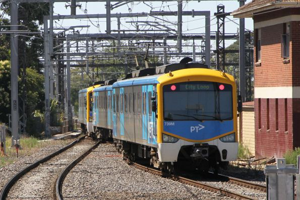 Down Pakenham service heads through the crossovers after departing Caulfield platform 3