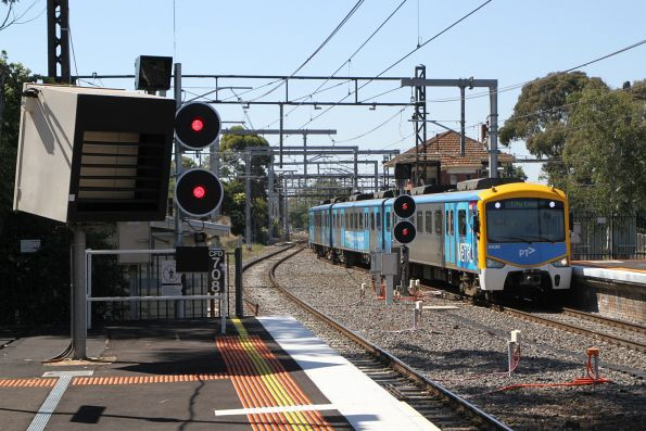 Siemens 840M arrives into Caulfield platform 3