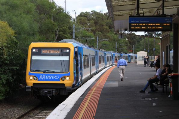 X'Trapolis 36M arrives into Eltham station with a down Hurstbridge service