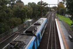X'Trapolis stops for passengers at Alphington on an up Hurstbridge service