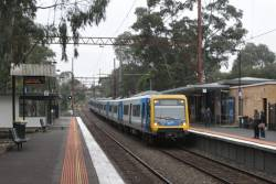 X'Trapolis arrives into Macleod with an up Hurstbridge service