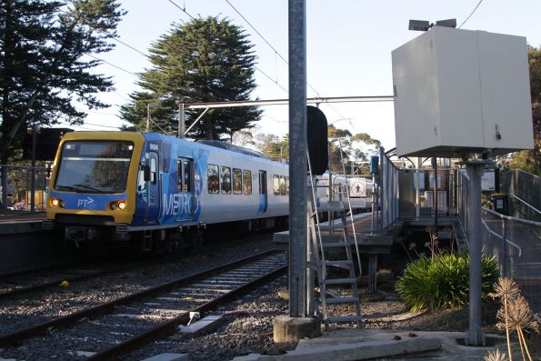 X'Trapolis 98M arrives into Diamond Creek station on the up
