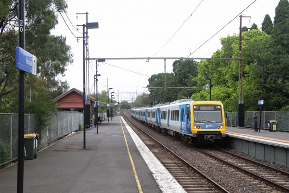 X'Trapolis 169M arrives into Rushall on a down South Morang service