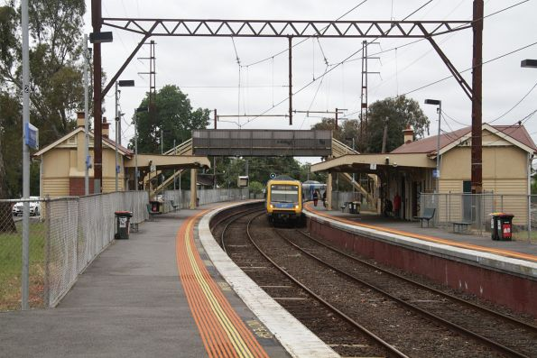 X'Trapolis train arrives into Westgarth on an up service