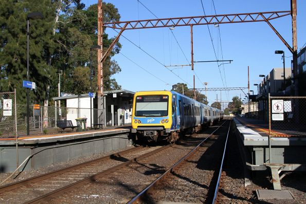 X'Trapolis train departs Rosanna station on a citybound service