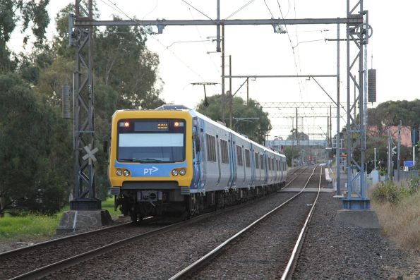 X'Trapolis train approaches Thornbury on the down