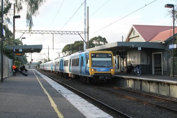 X'Trapolis 939M arrives into Thornbury station on the up